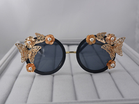 9fe0a5c3809d86 Vintage Retro Sunglasses Women Brand Black Frame Baroque Sunglasses Luxury  Sun Beach Metal Gold Butterfly Flower. 2019 óculos de Sol ...