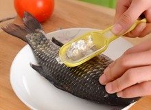 1PC Fish Scale Remover With Lid Cleaning Skin Scaling Knife Skinner Seafood Tool Kitchen Accessories KX 303