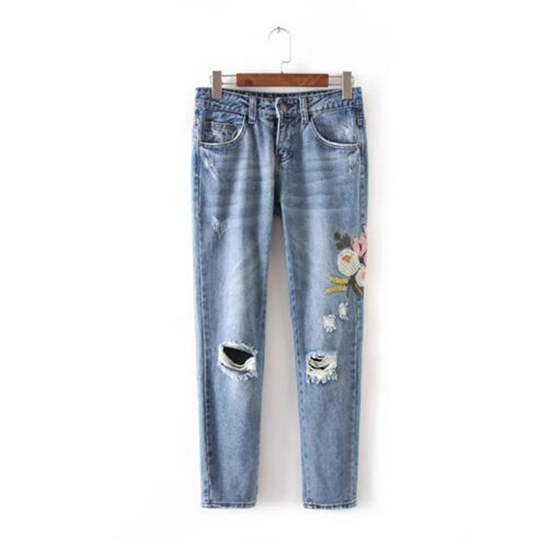 Flowers Embroidered Jeans Women 2017 Fashion Mom Pants Denim Jeans For Woman Pencil Pants Light Blue
