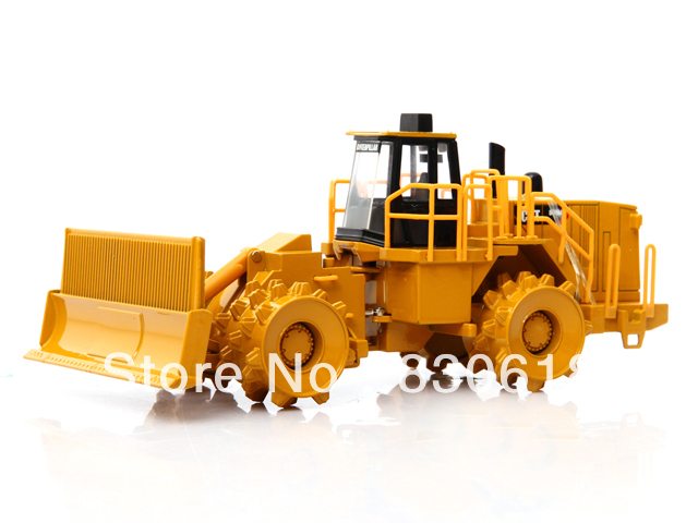 Caterpillar 836H Landfill Compactor Norscot Cat 1:50 DieCast Scale Construction vehicles toy 55205