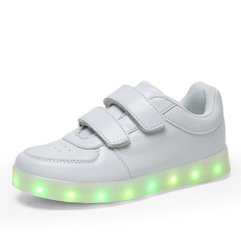 menina do menino rapida praia da sneakers crianca