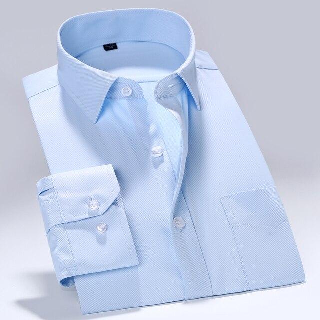Ajuste Regular dos homens Enrugamento-Livre Sólida Sarja Camisa Patch Bolso No Peito Esquerdo Projeto Básico Formal de Trabalho de Negócios camisas de escritório