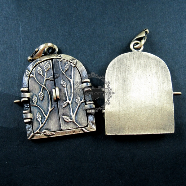 35x43mm Vintage Antique Bronze Metal Open Door Flower Engraved Locket  Pendant Charm 1810083
