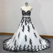 Vintage Style White and Black Wedding Dresses Sweetheart Handmade Appliques Lace A Line 2017 New Bridal Gowns Custom Size
