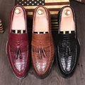 New Arrival Fashion Men Flats Tassel Pointed toe Vintage Brogue Shoes Split Leather Breathable Oxfords Dress shoes Loafers 1.9