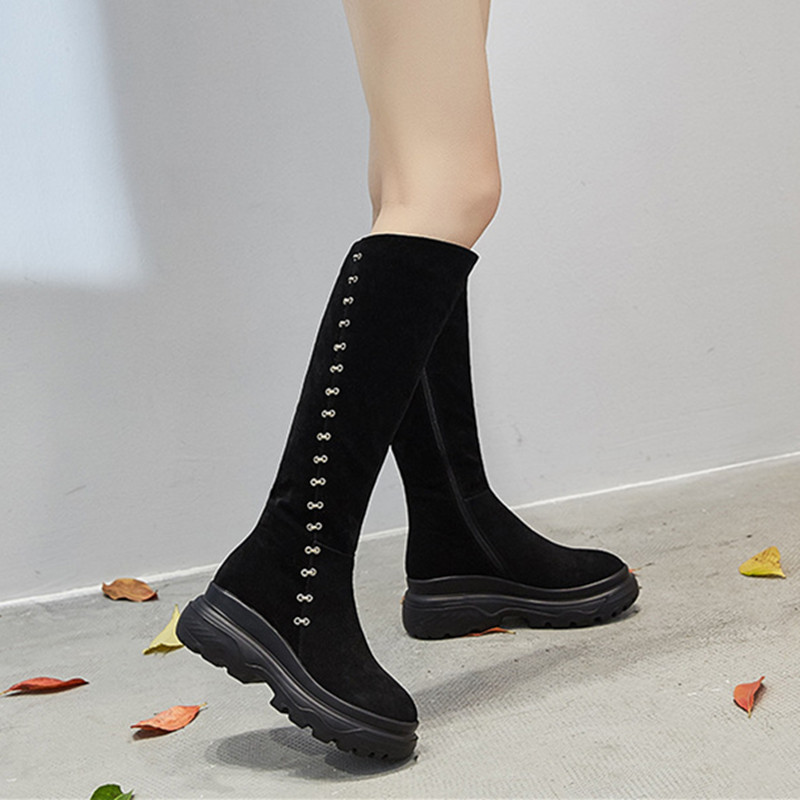 Bottes hautes pour femmes 2018 mode métal décoration épaisse en peluche chaud hiver bottes en cuir femmes plate-forme femme chaussures d'hiver
