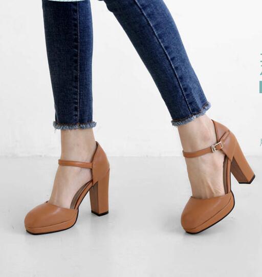 8e058abb8c Nova moda fivela no tornozelo dedo do pé fechado plataforma chunky sapatos  de salto alto preto marrom de couro creme de cores em estoque em Bombas das  ...