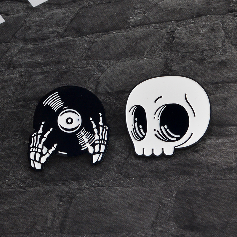 Gothic Skeleton Record Hands Pin Buckle DJ Hands Brooch Enamel Lapel Pins Badge Clothing Backpack Accessories Punk Jewelry Gift