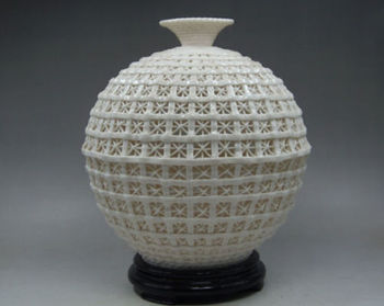 Elaborate Round Chinese Collectibles Elegant Decorated Handwork White  Porcelain Hollow Out Vase