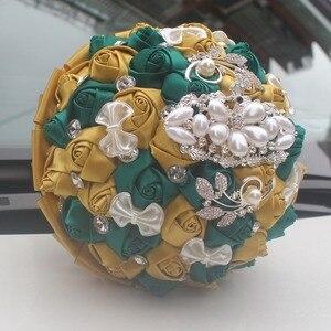 Image 3 - WifeLai золотой с изумрудами зеленая искусственная Роза невеста букет с бриллиантами свадебный букет с лентами украшения цветы W2913