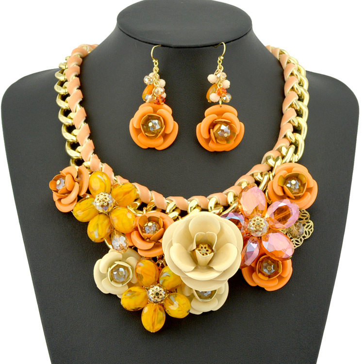 New Design Spring Gold Chain Spray Paint Metal Flower Crystal