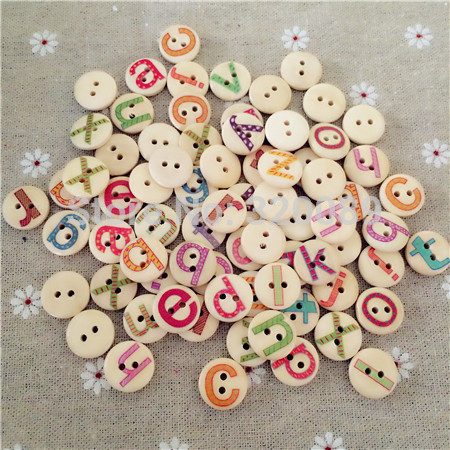 500pcs 15mm Natural Wooden Alphabet Buttons 2 Holes Painted Letters Wood Sewing Crafts Scrapbooking Knopf Boutons