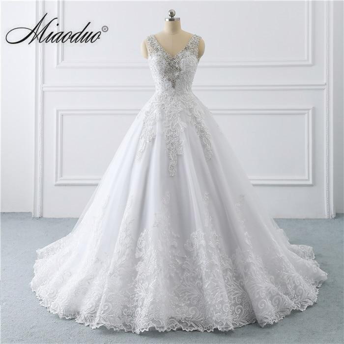 Branco vestido de noiva 2019 V Neck Lace Applique princess gowns for bride Beading Crystal weddingdress