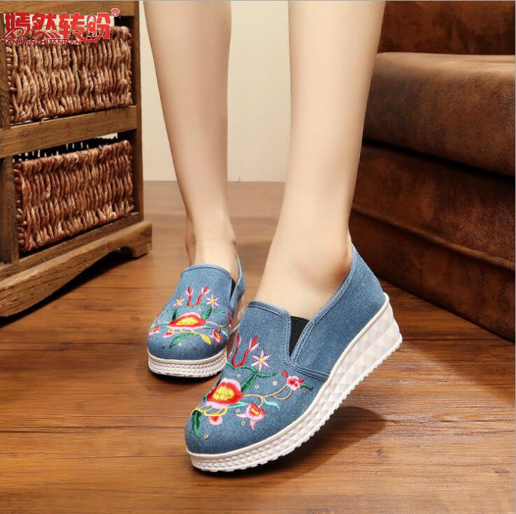 Ethnic Floral Embroidery Women Casual Canvas Loafers Slip on Ladies Glitter Flats Comfort Denim Blue Walking Shoes Zapatos Mujer akexiya casual women loafers platform breathable slip on flats shoes woman floral lace ladies flat canvas shoes size plus 35 43