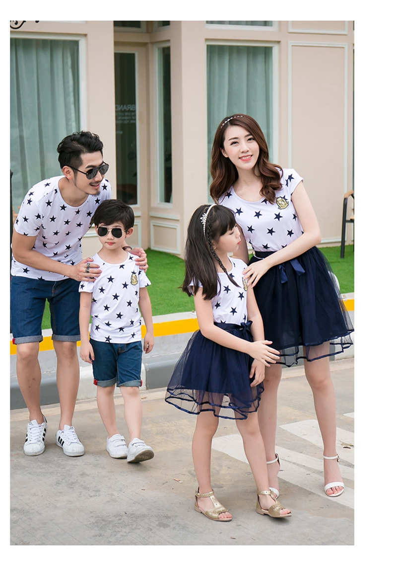 HTB1cvXwajvuK1Rjy0Faq6x2aVXaR - Summer Cotton Family Matching Outfits Mom And Daughter Mesh Dress Dad Son Blue White Stars Short T-shirt Children Clothing