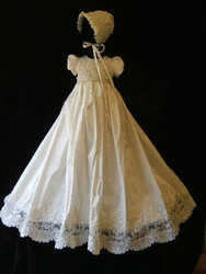 Heirloom White Ivory Baby Girls Christening Dress Customized Tulle Beaded Baby Baptism Gown With Bonnet Size 3 6 9 12 24M