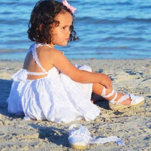 Beyaz Strappy Dantel Elbise Yaz Plaj Elbise Bebek Çocuk Kız Askısı Dantel Backless Pageant Prenses Parti Elbise Sundress