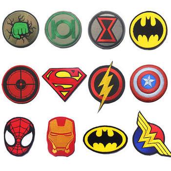 アベンジャーズスーパーヒーローズアイアンマンバットマンスパイダーマンスーパーマンアームバンド刺繍パッチ服モラルバッジバックパックキャップパッチТахеометр