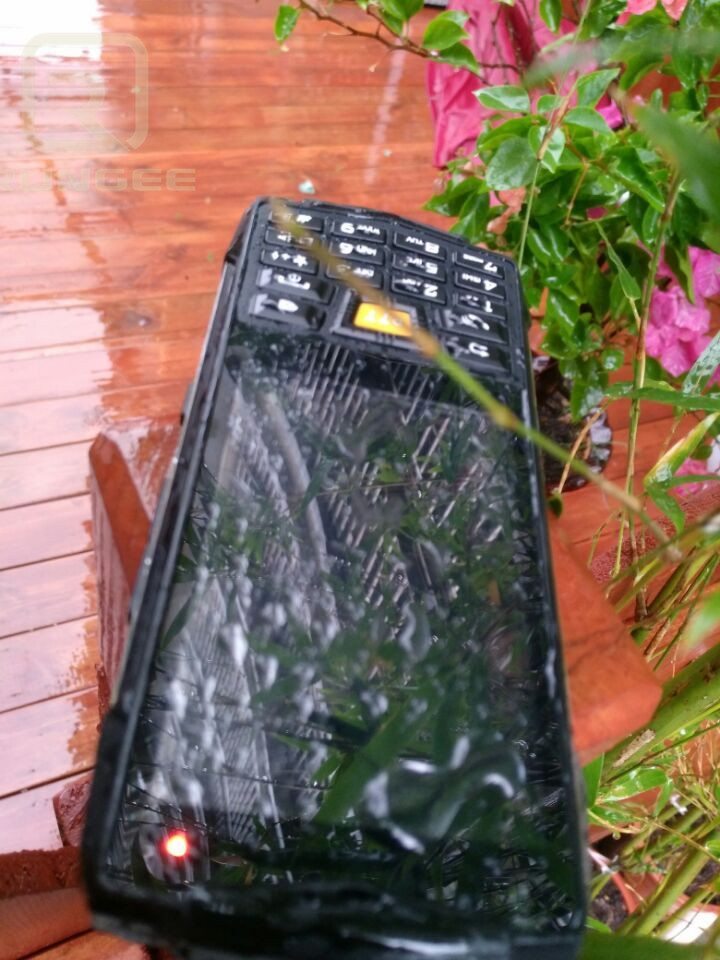 bilder für Wasserdichte Smartphone IP68 Android 6.0 Walkie Talkie Stoßfest NFC GPS WIFI Quad core 1 GB RAM 3,5 ZOLL 5MP WCDMA Handy