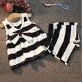 Малышей дети одежда наборы Весна/Лето Девушки Комплект Одежды младенца Жилет Полосатый Рубашка с Бантом + Шорты Комплект Одежды для Детей