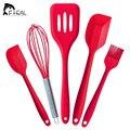 Силиконовые кухонные инструменты - 5 штук в наборе. Венчик, лопатки, кисточка. Теги: кулинария, кухня, кондитерские изделия.