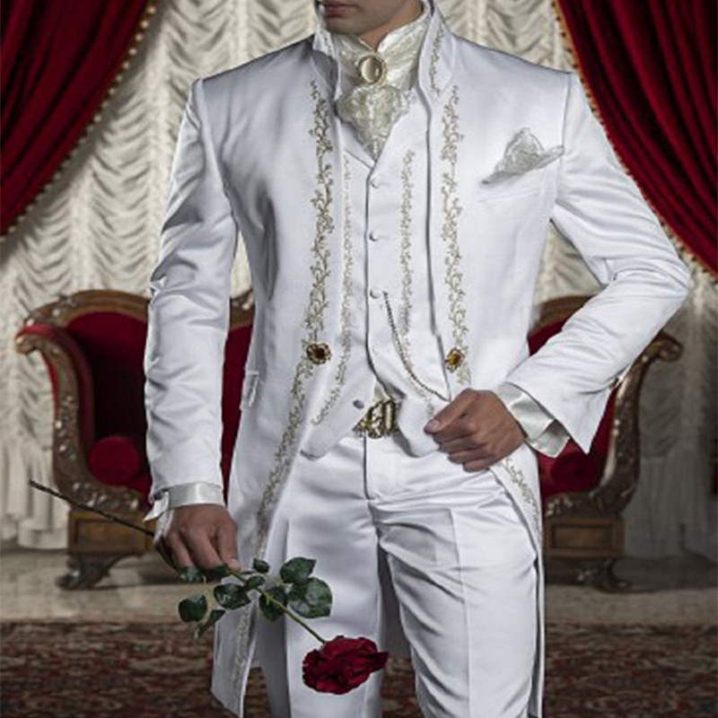 2017 Embroidery Groomsmen Mandarin Lapel Groom Tuxedos White Men Suits Wedding Prom Best Man Blazer Men Suit (Jacket+Pants+Vest)