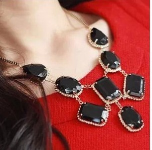 Trendy Europe Exaggeration Irregular Big Black Drop Stone Necklace D15R16