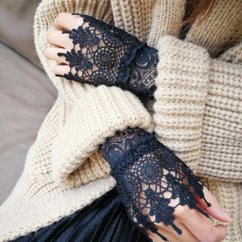 Korean 2018 Spring Women Lace Gloves Fingerless Lace Crochet Wrist Mittens Elegant Ladies White Black Lace Female Gloves AGB653