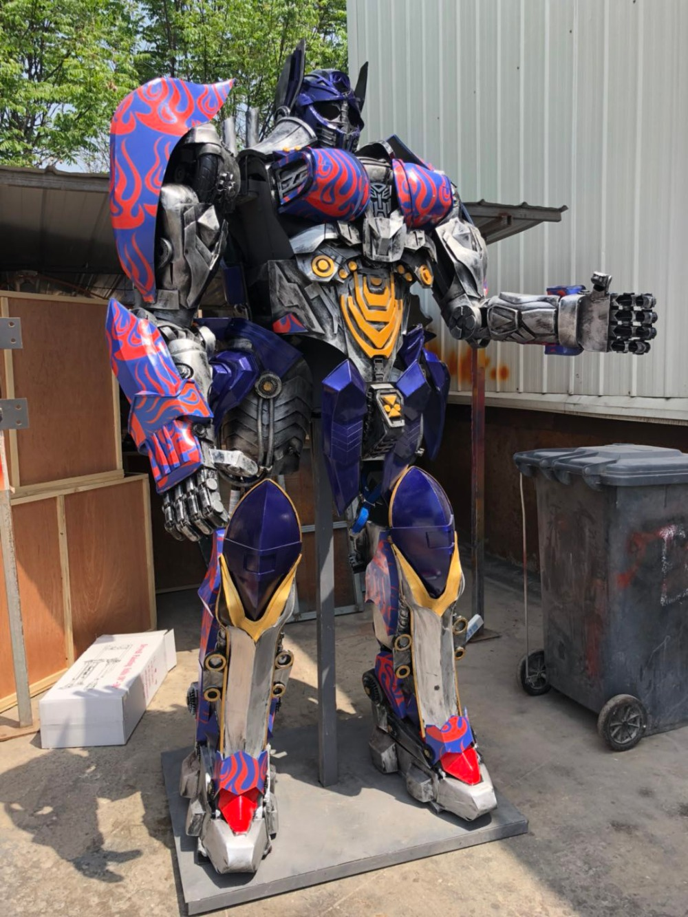 342956dc6 Big Deal] The Wearable Optimus Prime Costume From Transformers 5 The ...