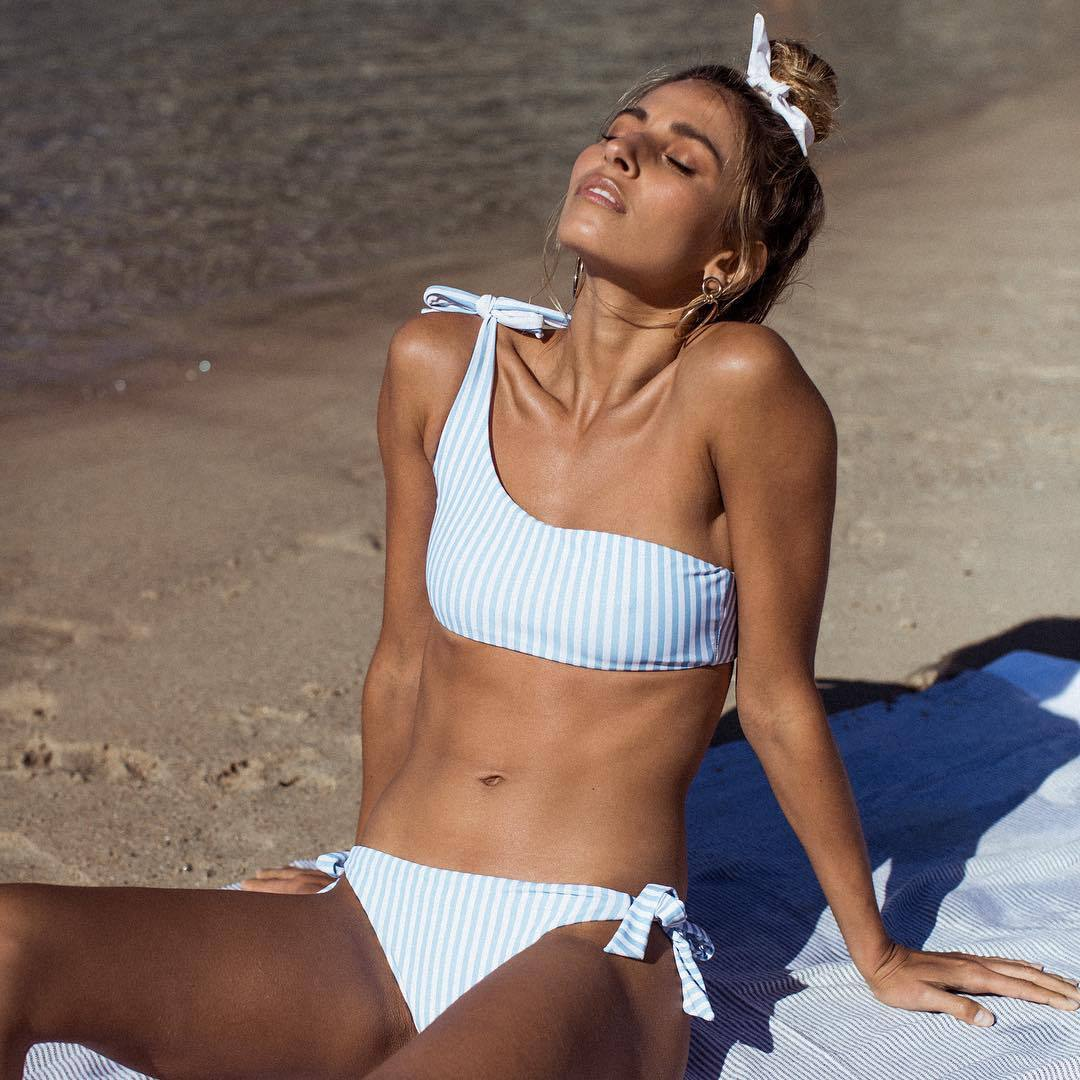 все цены на 2018 New One Shoulder Stripped Bikini Set Bowknot