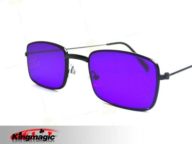 Magic truques, com o uso de óculos e óculos de armação olhar perspectiva de  poker c0f3de123a