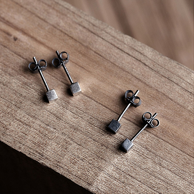 2017 New Retro Style 3mm Tiny Cube Ear Stud Oxide Black Silver Color Men Women Fashion Simple Earrings Prevent Allergy