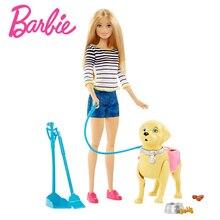 Barbie de paseo con su perrito
