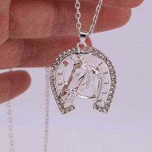 hzew hot sale Horseshoe crystal and horse head pendant necklace hot sale horse necklaces hot sale 100