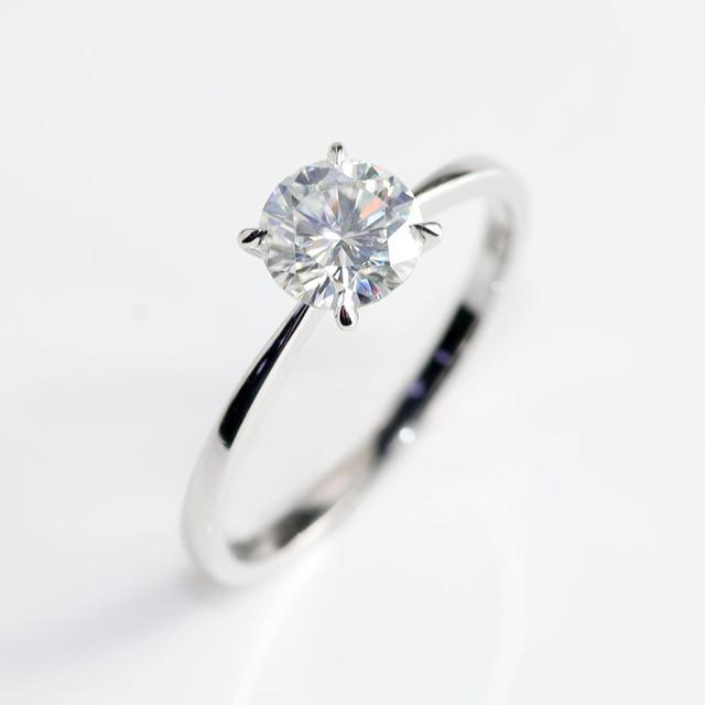 10 K สีขาวทองหัว Rose Gold Bnad 2ct 8mm Brilliant CUT GH สี Moissanite 4 Prongs Solitaire งานแต่งงานแหวน