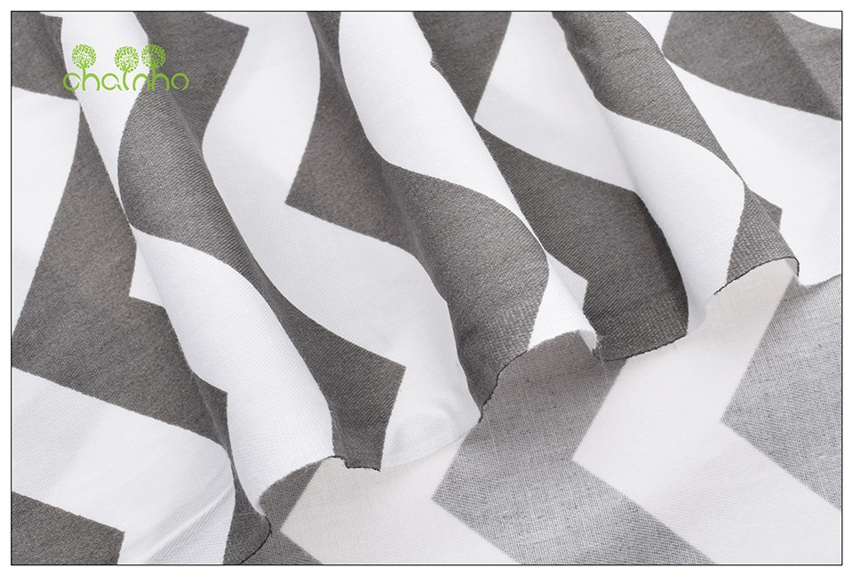 Kuus halli-valget õmblusriiet komplektis