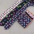 (1 set/lot) unos labios diseño de moda estrecho lazo pequeño bolsillo cuadrados caballero mercancías de alta calidad accesorios de vestir