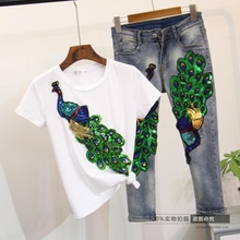New Women Pants Suit 2017 Summer Ladies Sequins Peacock Short Sleeve T-shirt + Calf-length Jeans Student Two-piece Clothing Set