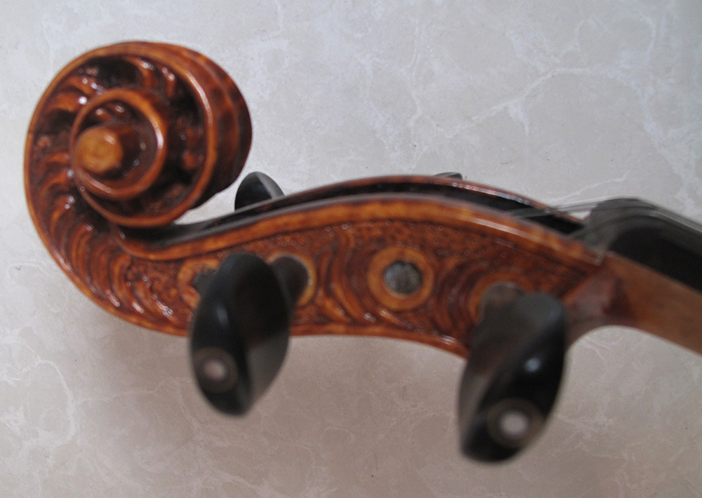 Low-cost sales of pure hand carved violin