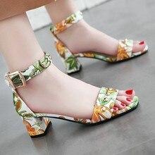 Женские летние сандалии с принтом; повседневная обувь с открытым носком и квадратным носком; женские босоножки; Летние повседневные туфли с закрытым ремешком и пряжкой