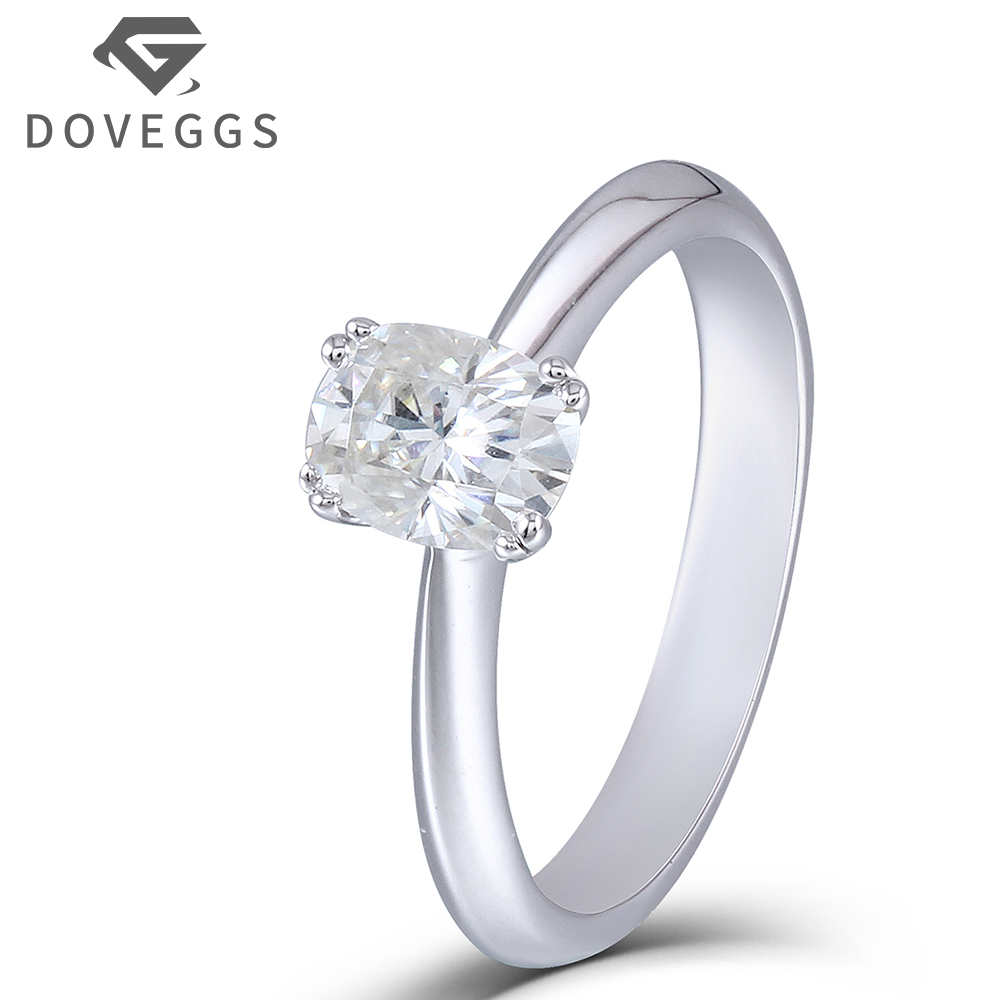 DOVEGGS 1ct Diameter 5X7mm HI Color 3mm Width Cushion Cut Moissanite Engagement Wedding Ring for Women Platinum Plated Silver transgems platinum plated silver 2 15ctw 5x7mm h color cushion cut moissanite simulated diamond earrings for women