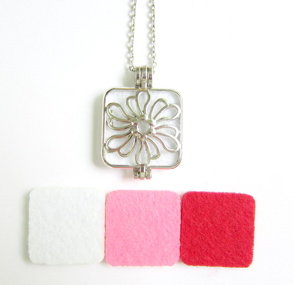 Beautiful hollowed flower locket pendant jewelry aromatherapy oil diffuser necklaces with 3pc felt pad
