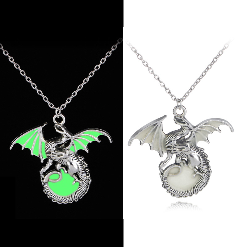 Trendy Game Of Thrones Dragon Dark Luminous Pendant Necklace Song Of Ice And Fire Green Dragon Glowing in Dark Necklace Jewelry