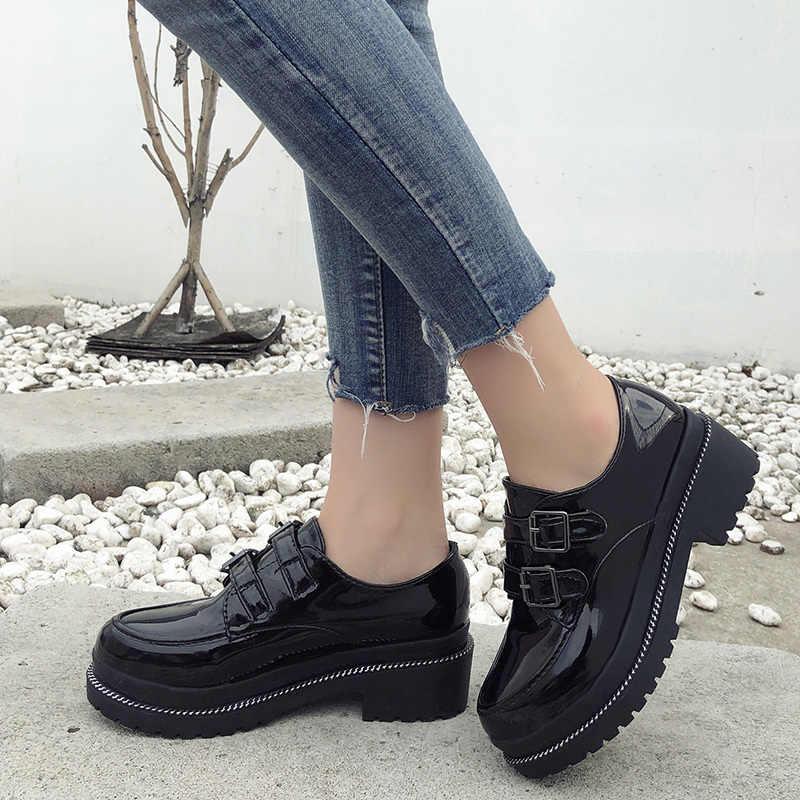 Yüksek Kaliteli Oxfords Kadınlar Flats platform ayakkabılar Kadın Rugan Kanca ve Döngü Sivri Sürüngen Siyah Brogue Loafer'lar Marka