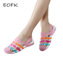 14da66ece EOFK Verão Mulheres Sandálias Confortáveis Sandálias de Cores Doces  Mulheres Sapatos de Geléia Plana Sandálias Conforto Sapatos .