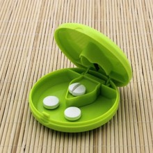 Circular Cut Tablets Divider Fixed Pill Mill High Quality Medicine Accurately Container Taglierina Pillole Pills Case Portable