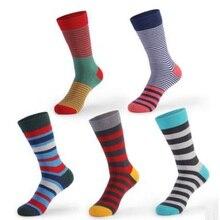 10 PCS = 5 pairs 42.43.44, 45, 46, 47,48 EU più il formato lunghe calze da uomo Europeo e Americano del tubo calzini di cotone a righe