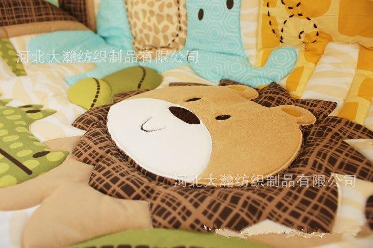 bebe (4 pára-choques + duvet + lençol + saia cama)