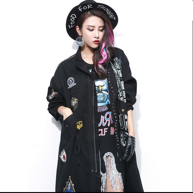 Punk rivet trech badge applique windbreaker letter print spike outerwear female long design loose punk army green rivet coat S20