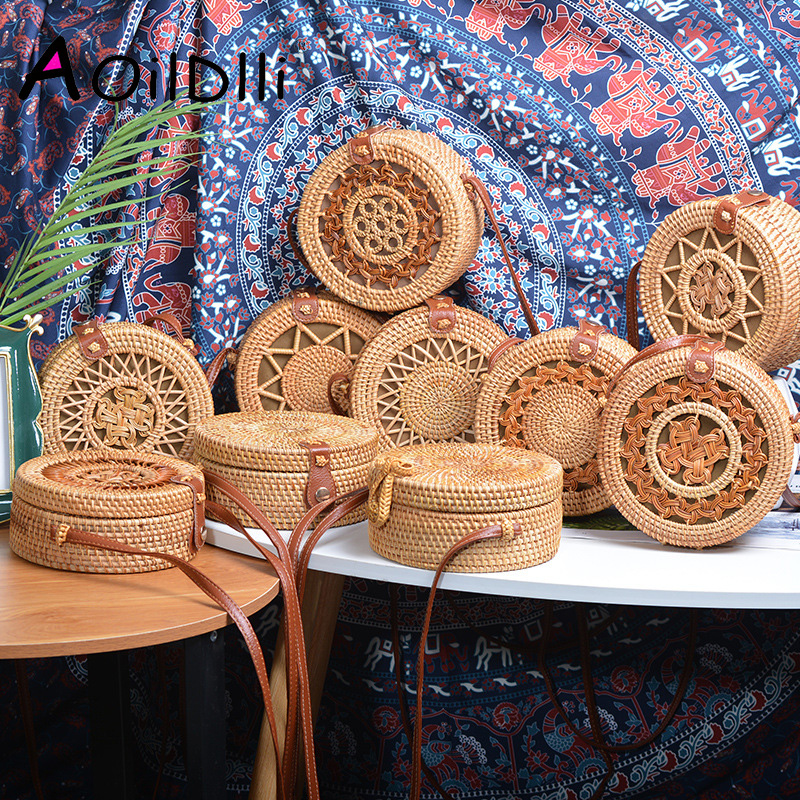 2019 INS Popular Women Handmade Round Beach Shoulder Bag Bali Circle Straw Bags Summer Woven Rattan Handbags Women Messenger Bag